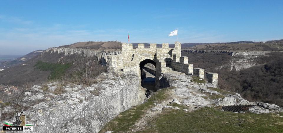 Северната порта на крепост Овеч