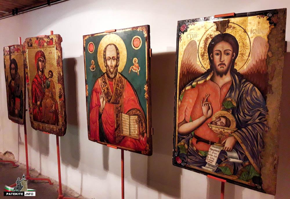 Икони в къща музей Иларион Макариополски