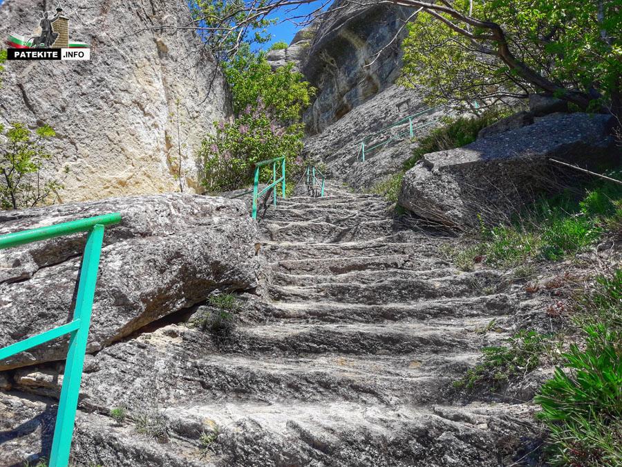 Мадара стълби