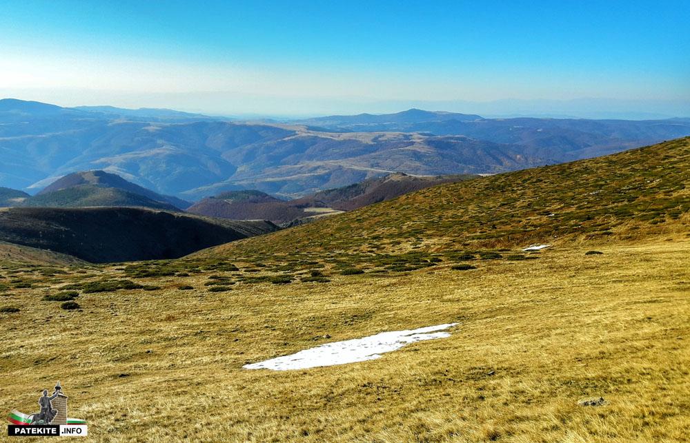 Сняг близо до връх Вежен