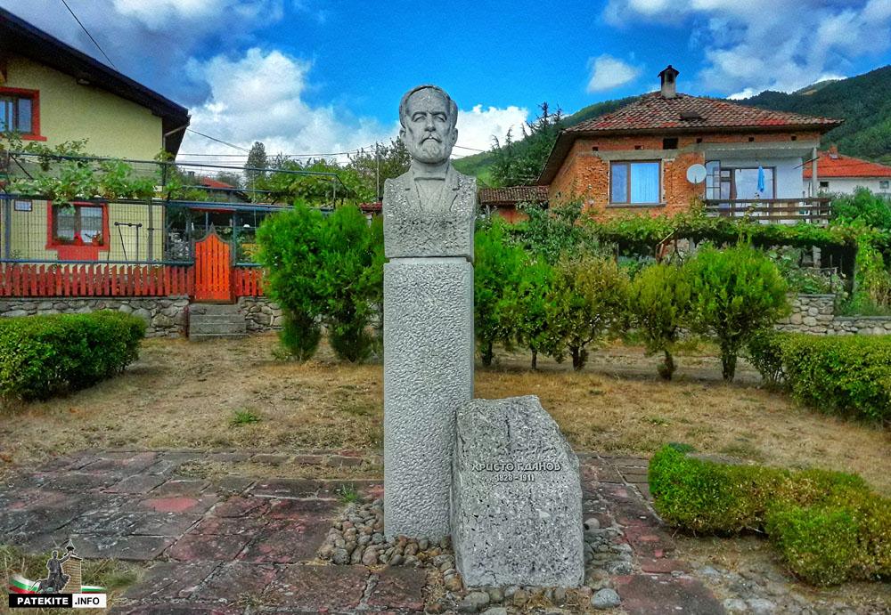 Паметник на Христо Данов в Клисура