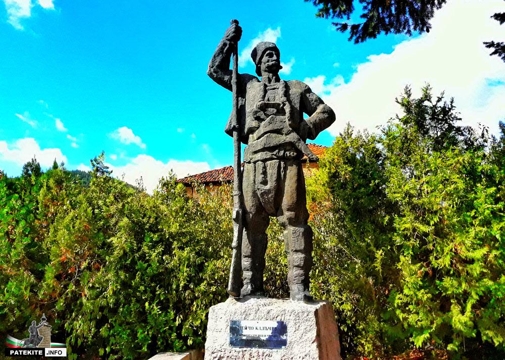 Паметник на Нейчо Калъчев в Клисура