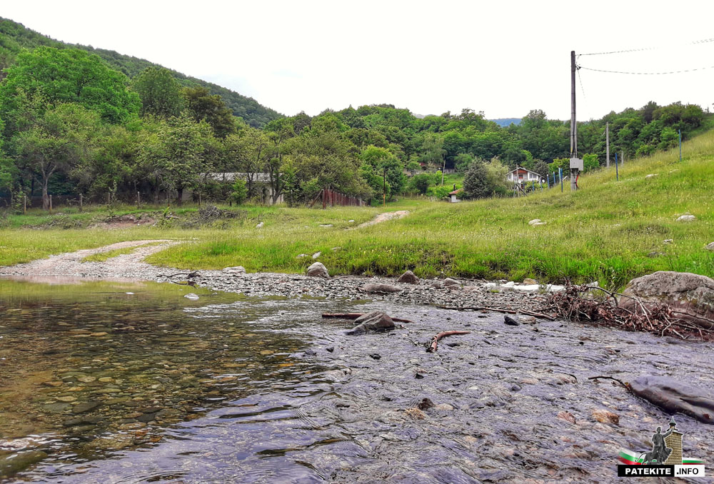 Местност Паниците и река Тунджа