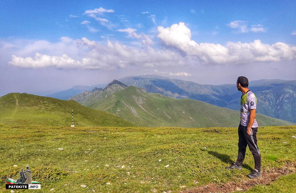 Поглед към връх Голям Купен в далечината