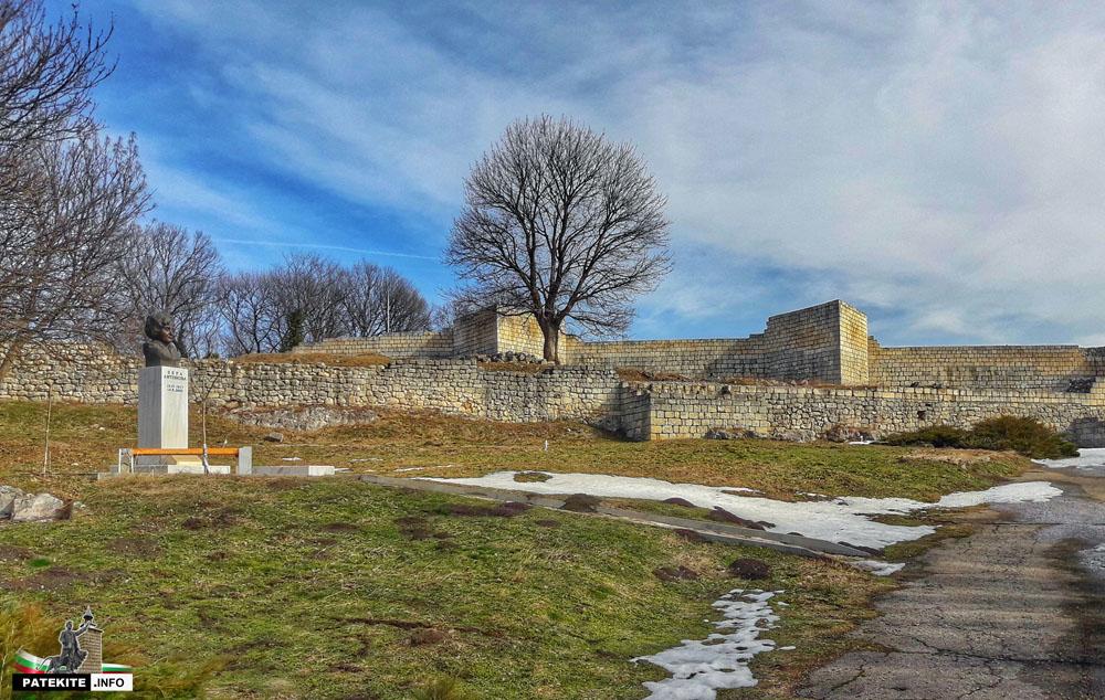 Паметник на Вера Антонова в Шуменската крепост