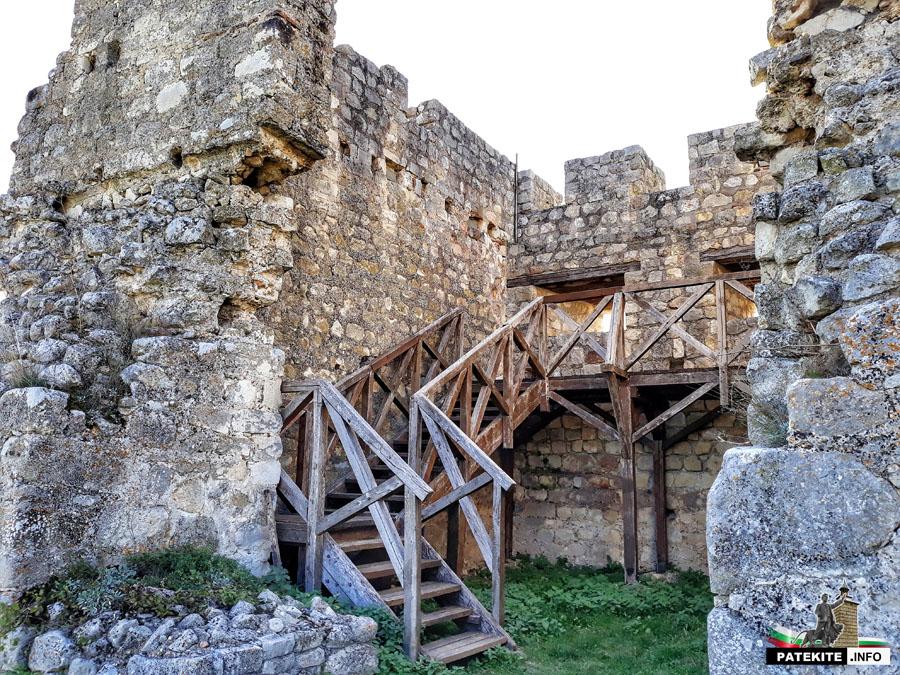 Кула в крепост Червен