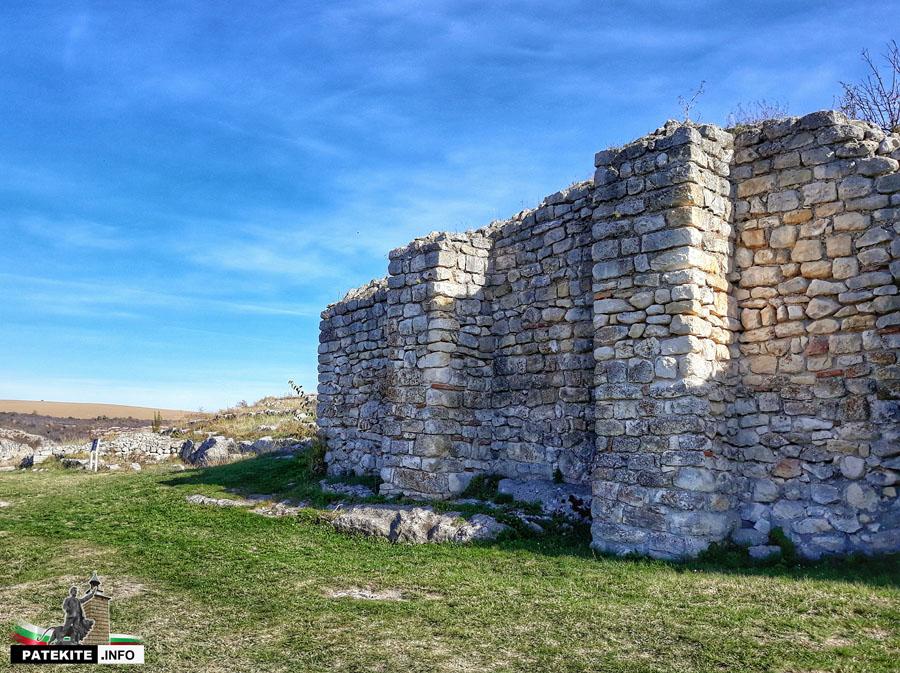 Цитаделата на средновековен град Червен