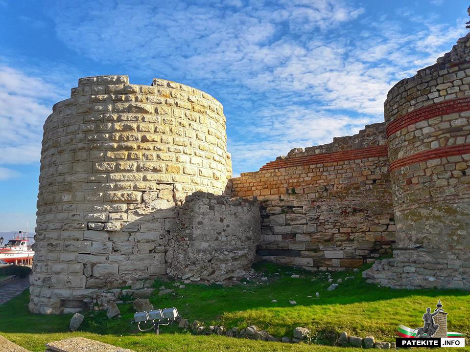 Крепостните стени на Месемврия