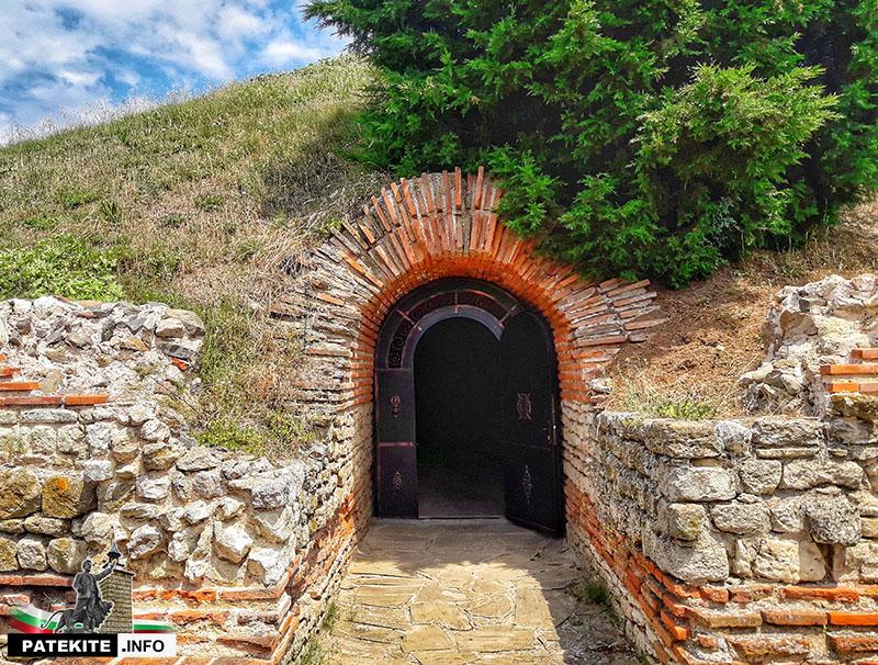 Поморийската гробница