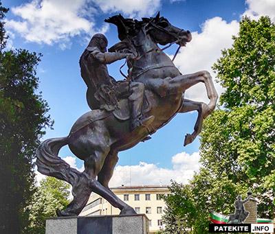 Паметник на средновековен войн в Ловеч