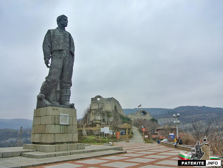 Паметник на Васил Левски в Ловеч