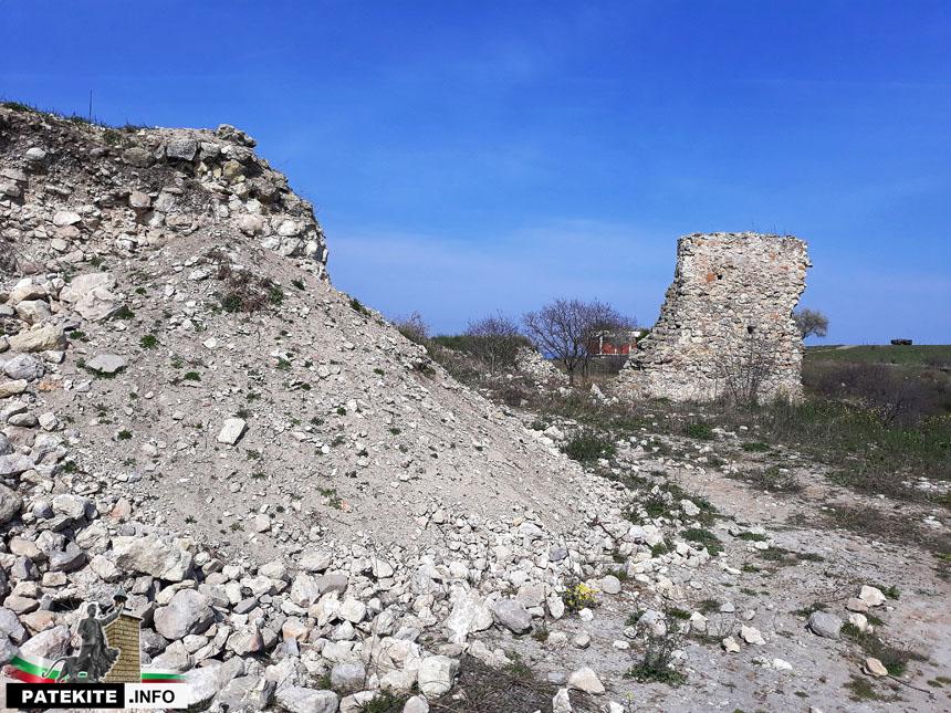 Петрич кале - крепостни стени и кула