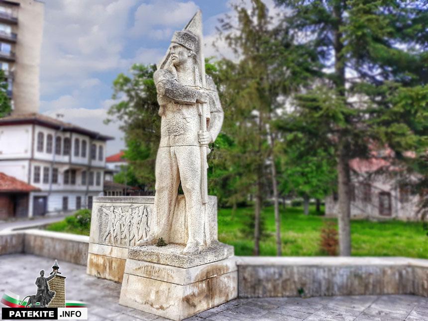 Паметник на Никола Симов в Търговище