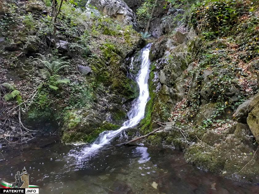 Малък водопад преди Сопотския