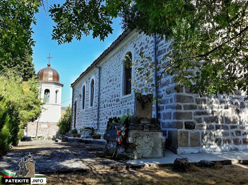 """Църква """"Св. Атанасий"""" в Перущица"""