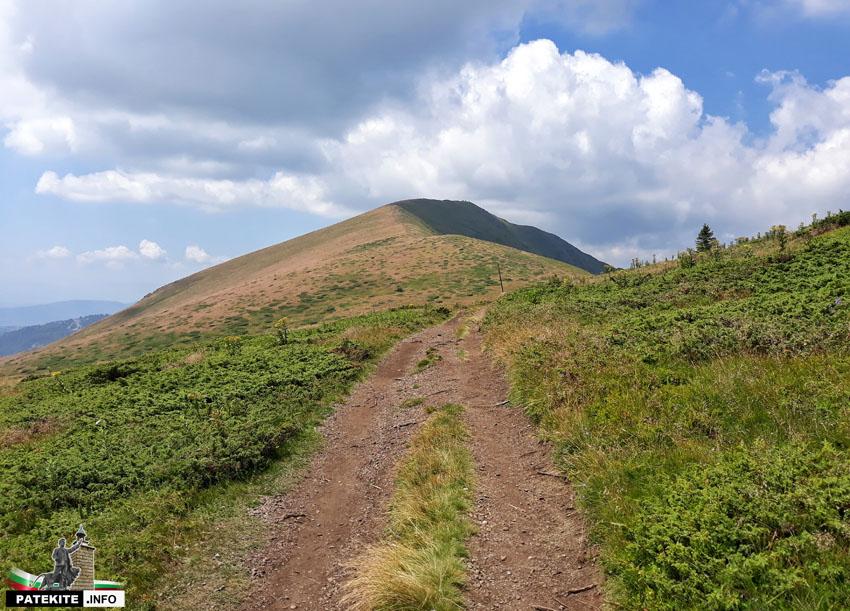 Пътеката към връх Ком