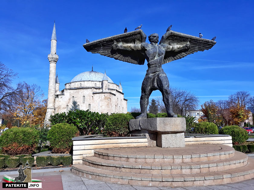 Паметникът на майстор Манол в Разград