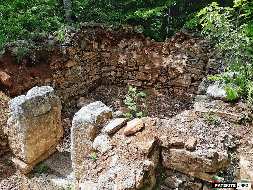 Местност Пропада - гробница