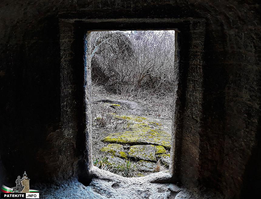 Голяма скална гробница Кирека над Калугерица
