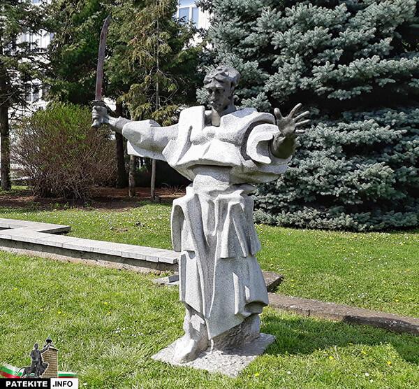 Паметник на Таньо Стоянов в Попово