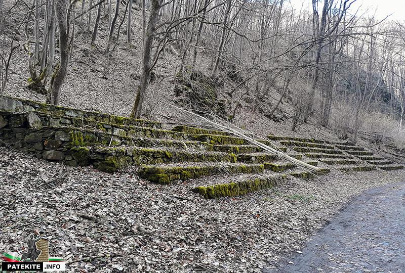 Амфитеатър по пътя към Урвич