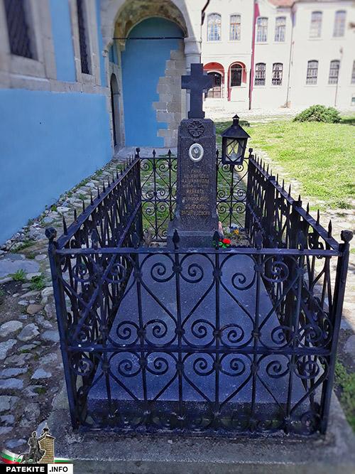 Гробът на Гина Кунчева