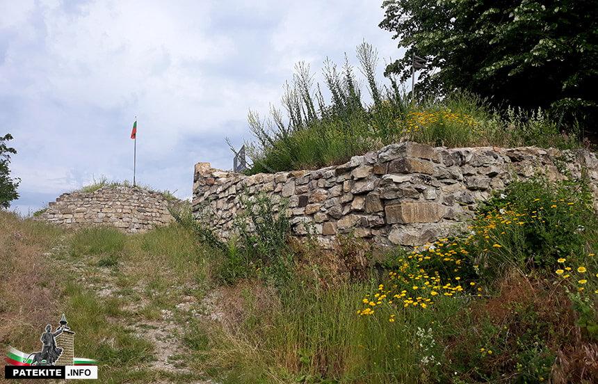 Крепостните стени на Мисионис