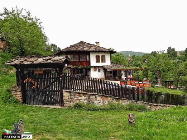 Къща в Боженци
