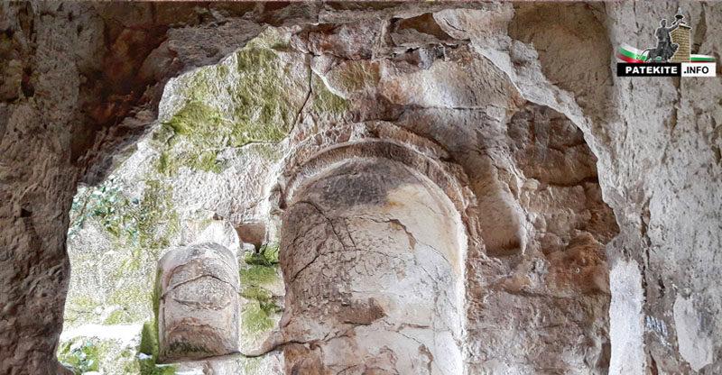 """Скален манастир """"Килията"""" над село Осмар"""