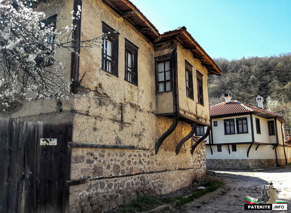 Траяновата къща и къщата на Васил Петлешков в Брацигово