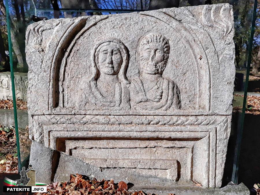 Надгробни плочи в Абритус