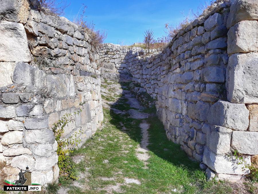 Порта на крепост Червен