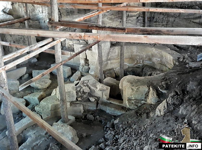 Гробницата до село Гагово - гробни камери