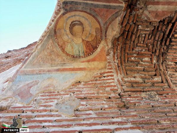 Стенописи Червената църква Перущица