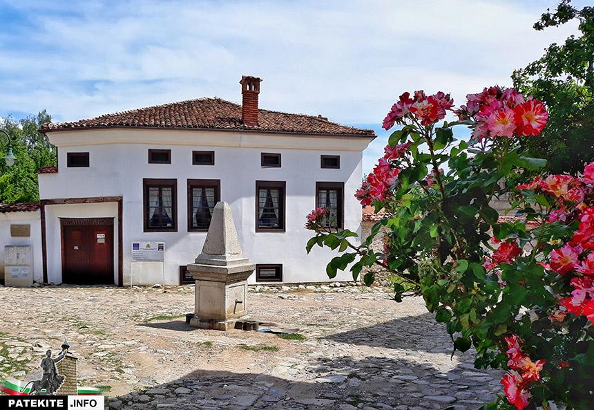 Къща Белият двор в Карлово