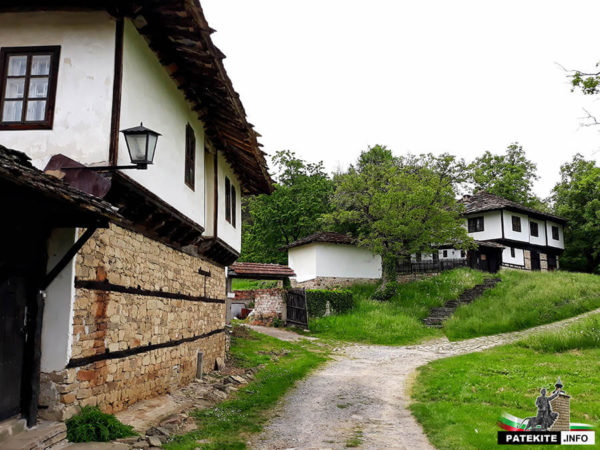 Стари къщи в Боженци