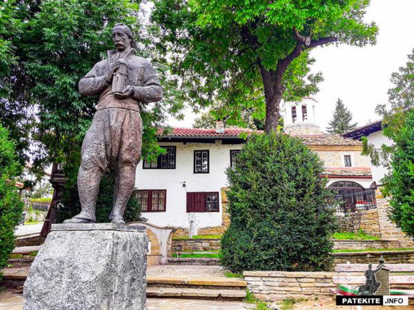 Паметник на Колю Фичето в Дряново