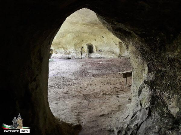 Скален манастир Кара пещера