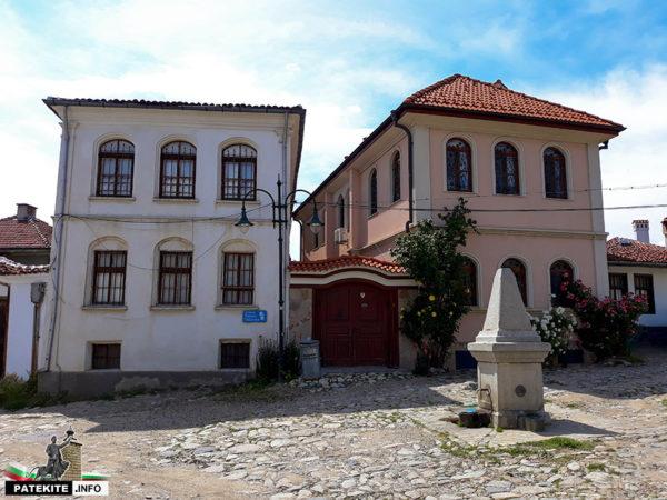 Къщи в Старинно Карлово