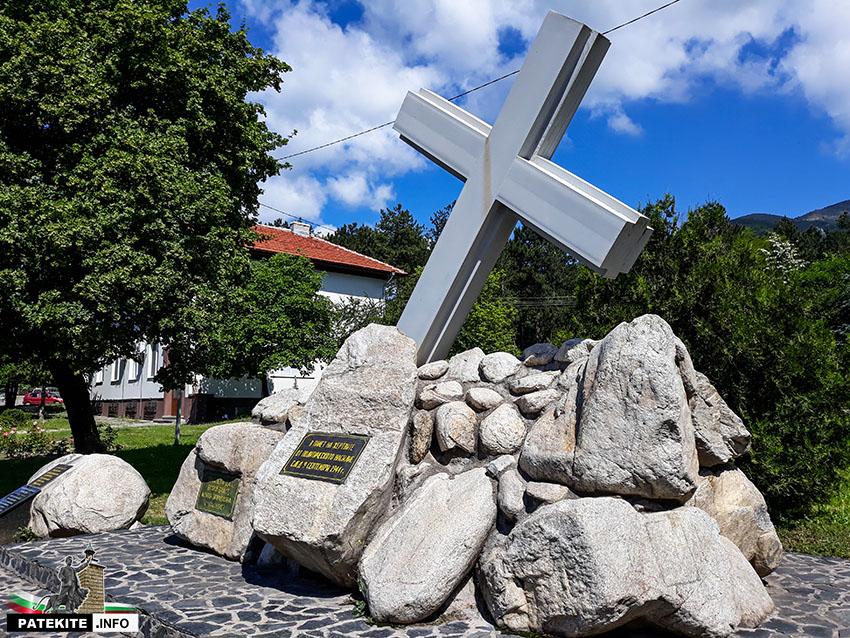 Паметник на репресираните от комунистическия режим в Карлово