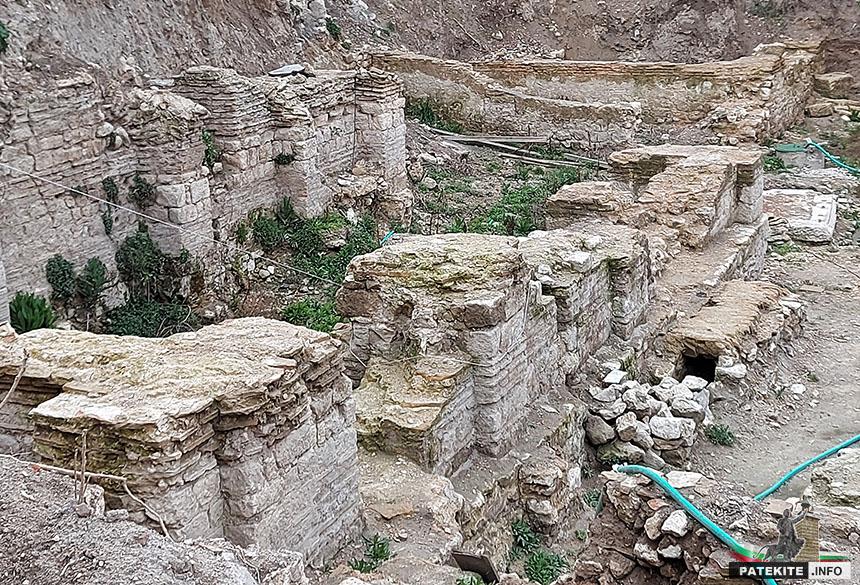 Римска обществена сграда и баня във Варна