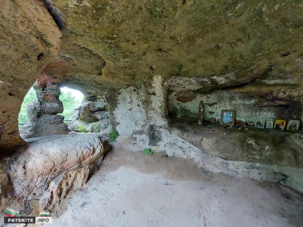Скален манастир Аврен